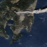 『[鹿児島県北部にある姶良カルデラと22キロ離れた現在噴火中の新燃岳] 2つの火山は地下深くで繋がっている 科学者が発見』の画像