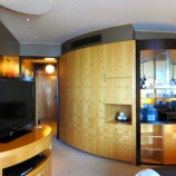 『ドバイ初日の宿泊先へチェックイン シャングリ・ラ ホテル ドバイ お客様はゴールド会員ですか?続編お部屋です』の画像