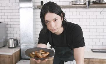 ユーチューバーになった水嶋ヒロさんが完全に仮面ライダーカブトになっているwwwwww