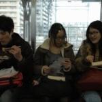 電車で食事ってどの範囲でオーケーなんや?
