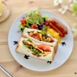 『厚切り4枚パンでホットドッグの朝ごはん』の画像