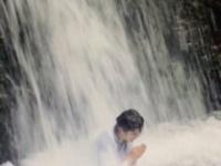 孤高の天才ことスマイレージ田村芽実、プライベートで山奥の寺に行き滝に打たれる