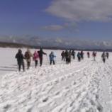 『凍結した大沼から見る駒ケ岳』の画像