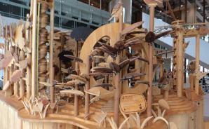 """森を学べる""""木製からくり遊具"""""""