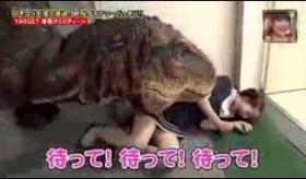 【テレビ】   日本のテレビで 恐竜を 廊下で走らせるイタズラが やべぇぇぇえええ!!  海外のの反応