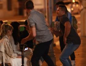 【悲報】AKBメンバー 外国で売春婦に間違われ路上で男に無理矢理キスされ号泣する事故が発生