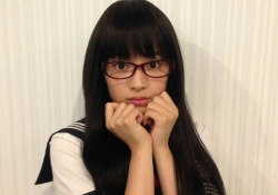セーラー服のぶりっ子眼鏡JKになった広瀬すずちゃんがマジで可愛すぎると話題!
