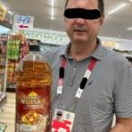 外国人記者さん、日本の4リットルのウイスキーペットボトルに唖然とするwwww