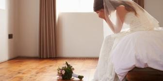 直接会って結婚式に出席して欲しい旨を伝えたがその後親友が妊娠してLINEで断られた。LINEで済まされたのがショックすぎる