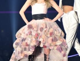 香里奈、くぱぁドレスで会場を魅了wwwwwwwwww