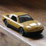 『ダイソー レトロスタイルシリーズの黄土色のミニカー』の画像