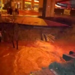 【動画】中国、またまた道路で陥没事故発生!毎度の地下鉄の建設が原因の可能性 [海外]