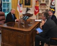【悲報】バイデン大統領、トランプが設置した「ダイエットコーラ自動呼び出しボタン」を撤去してしまう