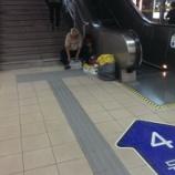 『古紙回収業者@駅の中』の画像