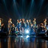 HKT48「意志」初披露後のHKT48メンバーと指原莉乃の2ショット