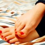 『睡眠薬や抗うつ薬を飲むと足がむずむずする原因とその対策』の画像