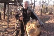 【南アフリカ】「ライオンマン」、ロッジで飼育のライオンに襲われ死亡