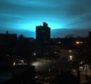 【米国】ニューヨークの発電所で爆発事故 夜空に青白い閃光