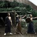弓を射る侍をカラー化