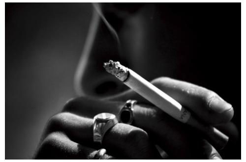 彡(゚)(゚)「寝付けないからタバコ吸ったろ!!!!!!!!!」のサムネイル画像