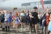 【ロシア】モスクワ中心部で日本の夏祭り 屋台、盆踊りに多数の人出