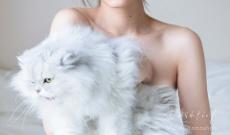 【乃木坂46のエース】「完璧美人」山下美月(20)、透明感たっぷりの色白素肌×ふわふわもふもふの白ネコ 1st写真集表紙カット解禁!