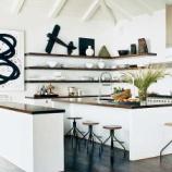 『[キッチン収納]おしゃれなオープン棚収納のアイデア』の画像