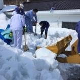 『雪中貯蔵酒の掘り出し作業』の画像