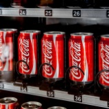 『【朗報】史上最高値更新の米コカコーラ株!健康志向をはねのけ全世界で売り上げUP。』の画像