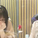 『【gifあり】生放送中、大園桃子のあくびを見た瞬間の新内眞衣の表情が・・・wwwwww【乃木坂46】』の画像