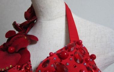 『ベリーダンス衣装 微妙に胸が下がっちゃう…肩紐、ゴムじゃないですか?』の画像