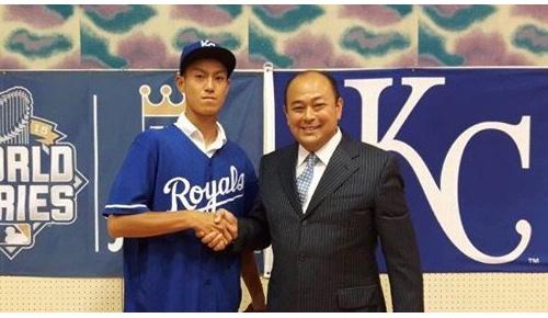 ロイヤルズが16歳の結城海斗投手とマイナー契約 (海外の反応)