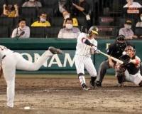 復帰の阪神糸原が9回に3号、諦めない姿勢見せた!!