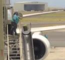 これは酷い! ホノルル空港の乗客の荷物をポイ投げしまくりで荷物が破損