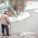 『【老後貧乏】高齢者世帯、五世帯に一世帯で貯蓄が100万円未満という衝撃』の画像
