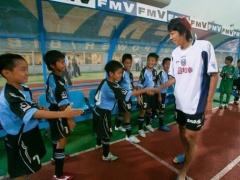 【画像】三笘と田中が小学生の頃…中村憲剛と握手していた!