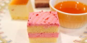 Bと独身Cと小無しの私が手土産を持参しAの家に。→Bがプチケーキの詰め合わせを「みんなで食べよう」ってAに渡した。→AがそのケーキをAの子供とBの子供にしか出さなかった