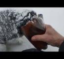 雪の中でペットボトルに頭突っ込んで死にかけてた犬が発見される。