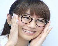 【悲報】なんでメガネかけてるアイドルっていないの??????
