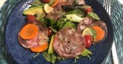 コストコのハイコスパオーガニックベビーリーフとサラミの目にも美味しい大満足サラダ♡