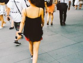【悲報】たかみなが露出狂みたいな格好で外を徘徊wwwwww