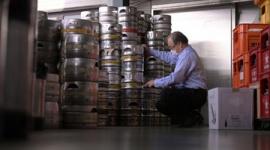 【新型コロナ】卸業者「実質の禁酒令」「なぜ酒だけが標的になるのか」 倉庫には山積みの生ビール