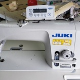 『【JUKI製DDL-9000B-SS(ダイレクトドライブ本縫い自動糸切りミシン)の展示品を岐阜市のお客様にお買い上げいただきました】展示品の為、とても調子が良く綺麗です!』の画像