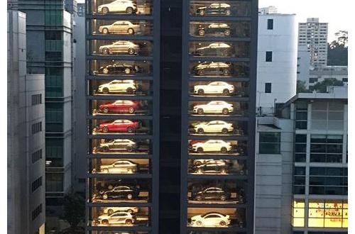 【無縁】世の中の1%の金持ちの為の高級車の自販機が話題! おまえらもちろん1%に入るよな?のサムネイル画像