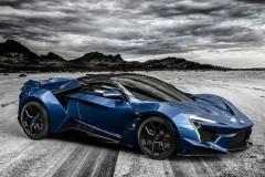 新型スーパーカー「フェニア」初公開 900馬力で最高速400km/h超