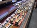 【画像あり】スーパーで恵方巻きが大量に売れ残る
