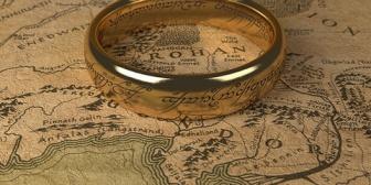 彼氏からもらった誕生日プレゼントは何故かロードオブザリングの指輪だった。「一緒に映画館で見たじゃん」 と言う。見てないんだけどw
