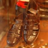 『フラテリ・ジャコメッティのクロコダイルサンダル』の画像