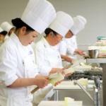 【働きたくない!!】学校給食センター調理師(35)、上司のアカウントで有給を勝手に増やして停職6カ月・・・