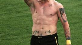 20歳サッカー代表選手、ゴールの喜びを右手を斜めに挙げ表現 → 「ナチス式敬礼か!」と批判され代表から永久追放…ギリシャ